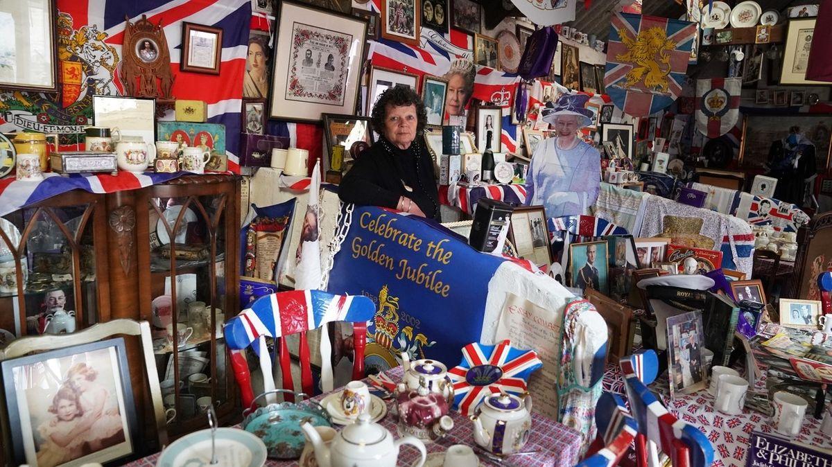 Plenku prince Charlese má v rámečku. Nadšená sběratelka vlastní milionovou kolekci