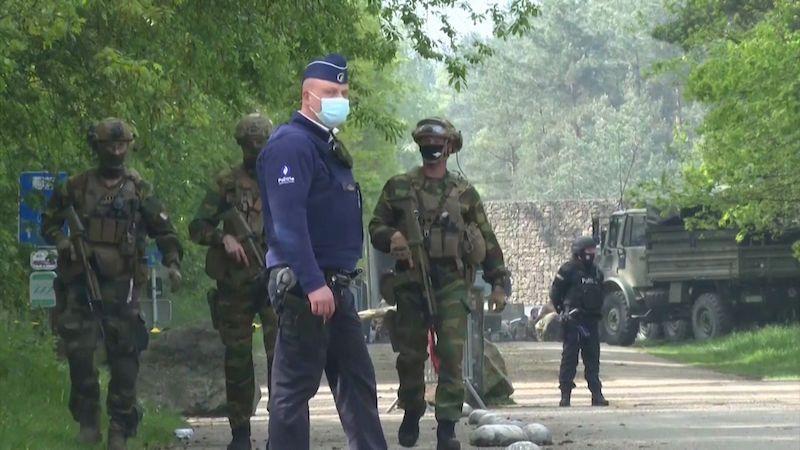 Po Belgii honí uprchlého ostřelovače s raketomety. Hrozba je akutní, uvedl ministr