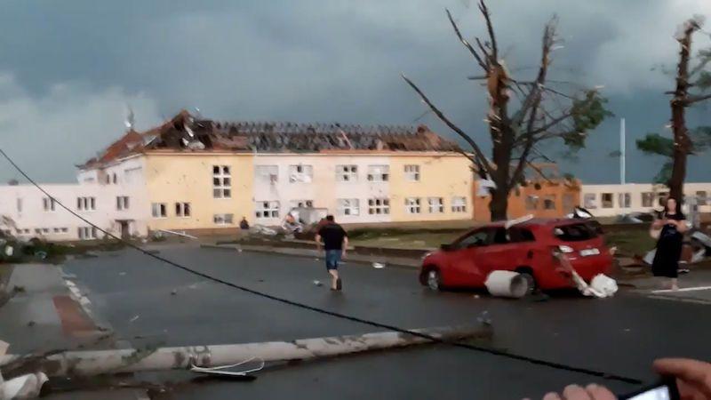 ON-LINE: Po tornádu na jižní Moravě je už nejméně pět mrtvých