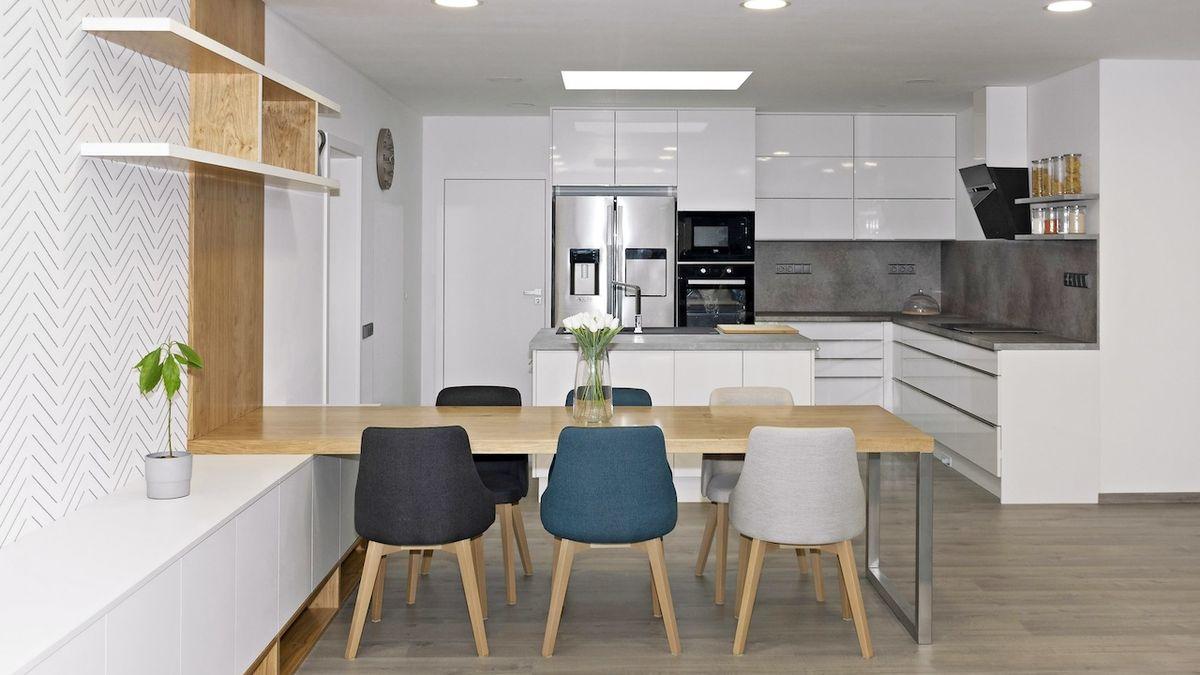 Rozrůstající se rodina chtěla nejen praktický, ale i odolný interiér svého domu