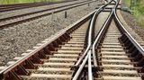 Vlak srazil muže, utrpěl vážná zranění. Provoz vPraze byl omezen