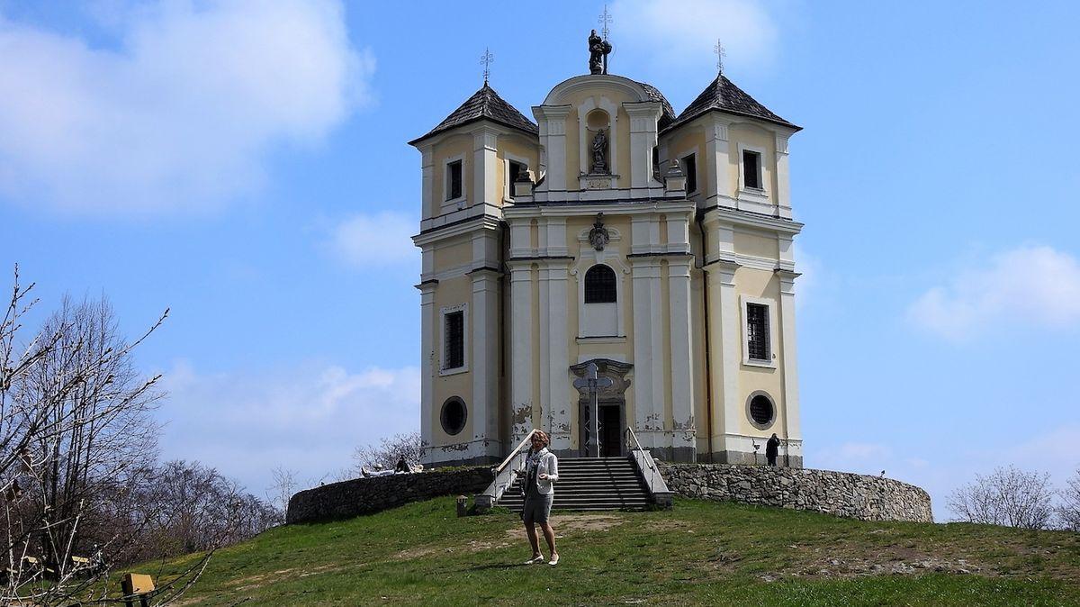 Krajina kolem Vltavy je bohatá na památky, jednou z působivých je barokní kostel na Makové hoře