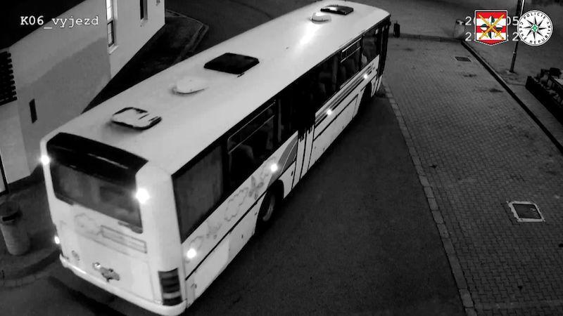 Mladý nezmar bez řidičáku kradl v Brně autobusy