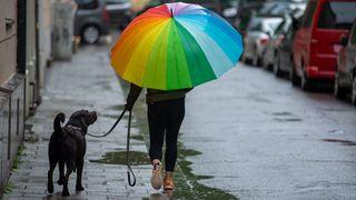 Bez deštníku ani ránu, pršet bude dál