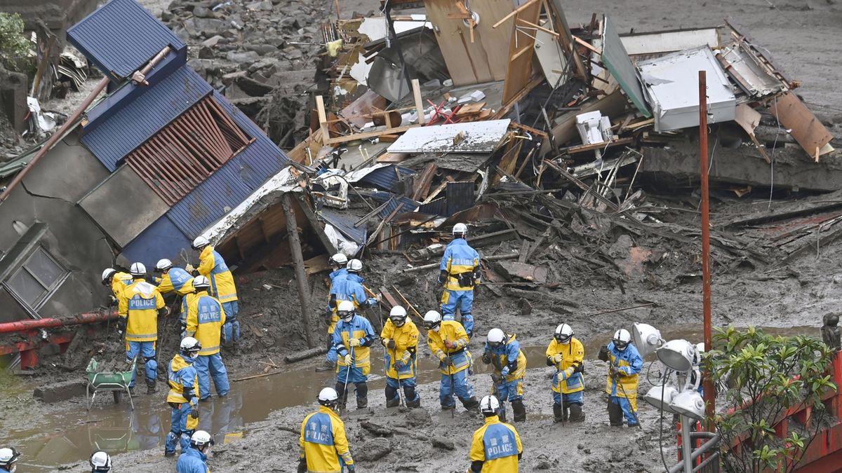 Záplavy v Japonsku: Pátrání po přeživších komplikují vydatné deště