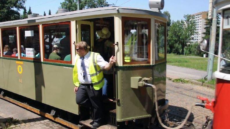 Konec jedné éry. Dopraváci vystrojili tramvaje na poslední cestu