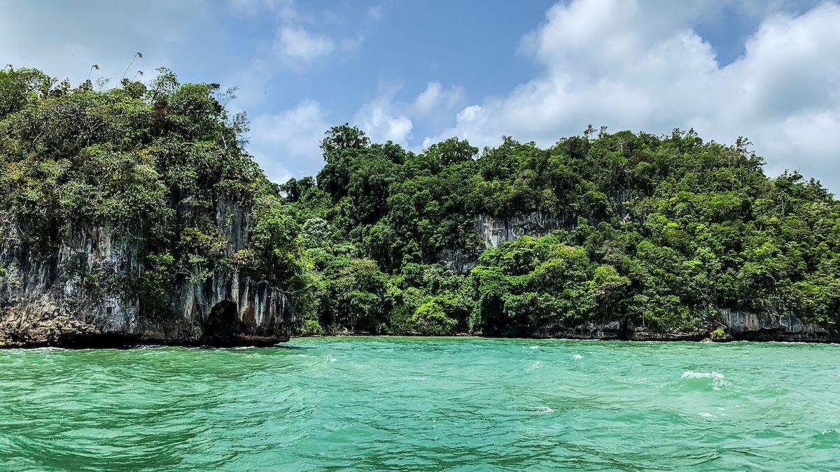 Kus Thajska v Karibiku. Los Haitises uhrane přírodou i jeskynními malbami