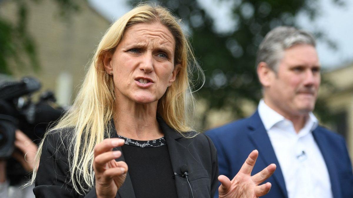V obvodě zavražděné britské poslankyně teď vyhrála volby její sestra