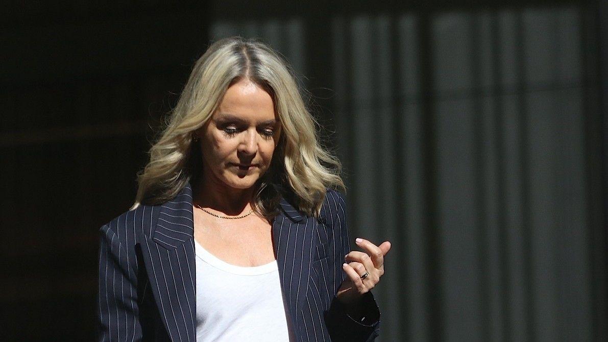 Tučná pokuta pro australskou firmu. Tvrdila, že její oblečení chrání proti covidu