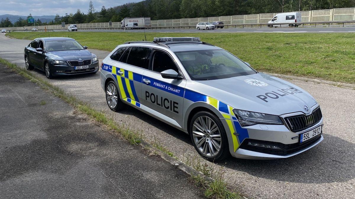 Policie ve středních Čechách začala využívat označené auto s radarem