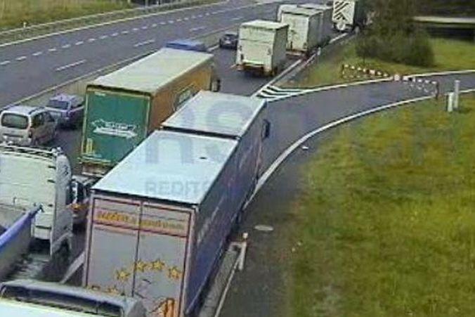 Kolona kvůli nehodě na dálnici D6 na Sokolovsku