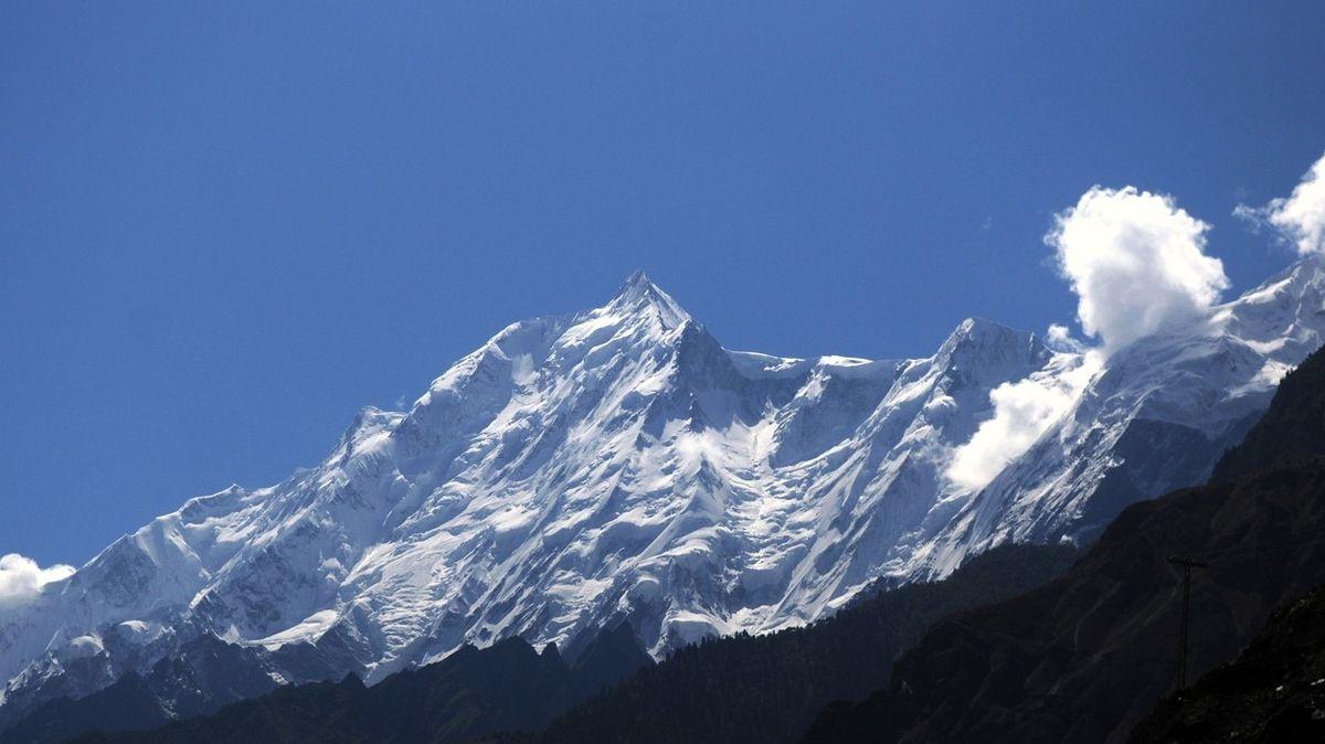 Dva Češi uvízli v Pákistánu 7000 metrů vysoko, dochází jim zásoby