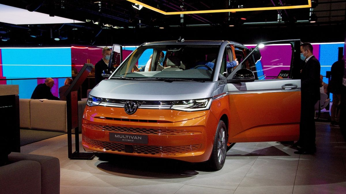 Nový Volkswagen Multivan naživo: Osobní dodávka pokročila do moderní doby