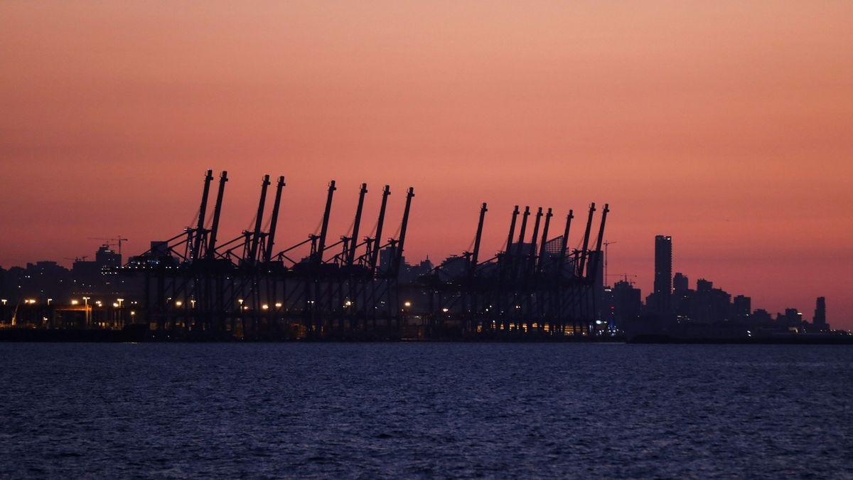 Přístav v Bejrútu během blackoutu