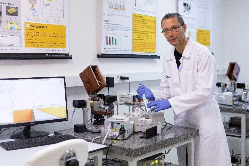 V laboratoři Optických biosenzorů Ústavu fotoniky a elektroniky Akademie věd