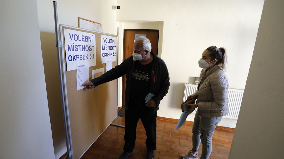 Kvůli volbám šly opravy v obcích poničených tornádem stranou