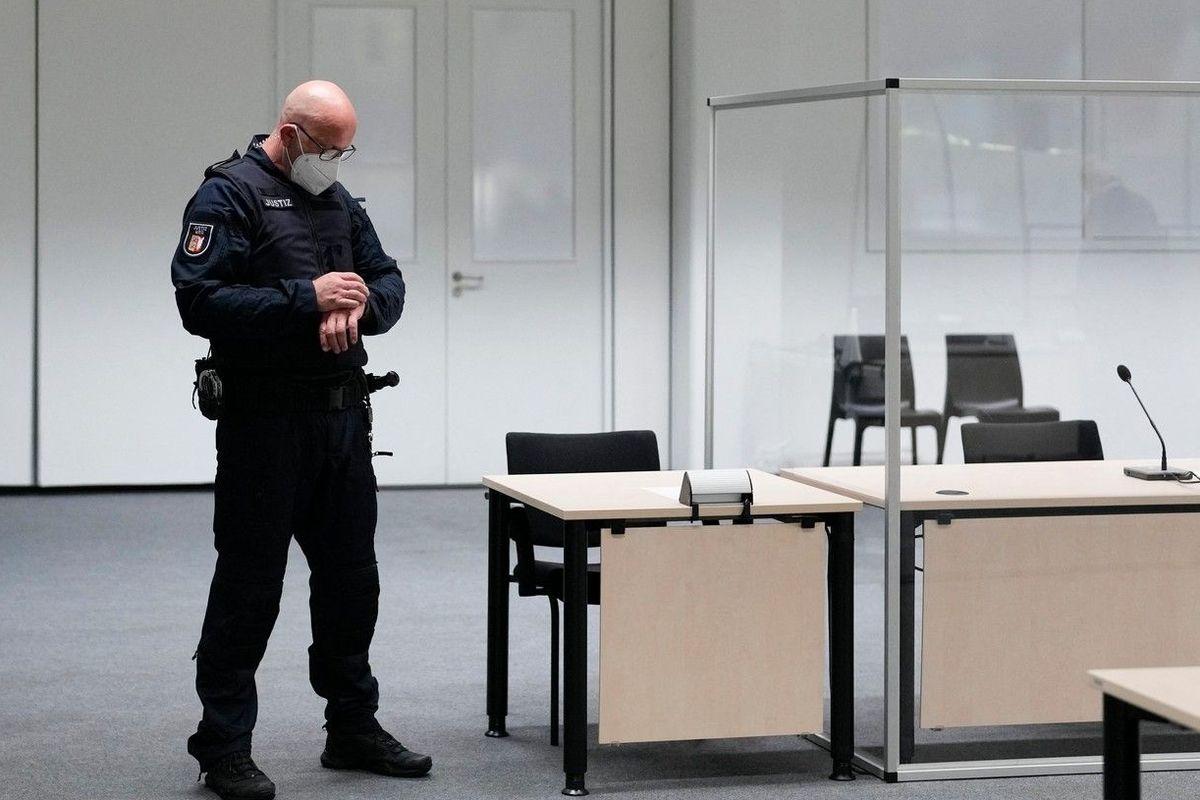 ve čtvrtek měl začít soud s Irmgard Furchnerovou, bývalou sekretářkou koncentračního tábora Stutthof.