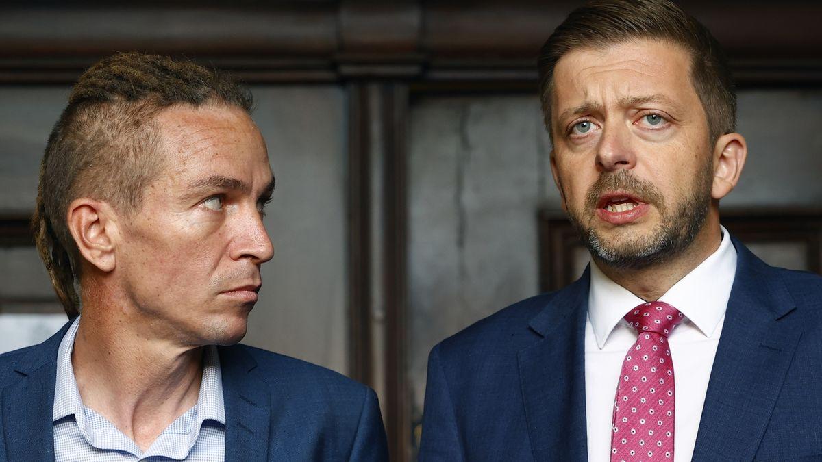 Tisková konfernce předsedů stran Piráti a STAN po jednání koaliční rady. Na snímku Ivan Bartoš a Vít Rakušan.