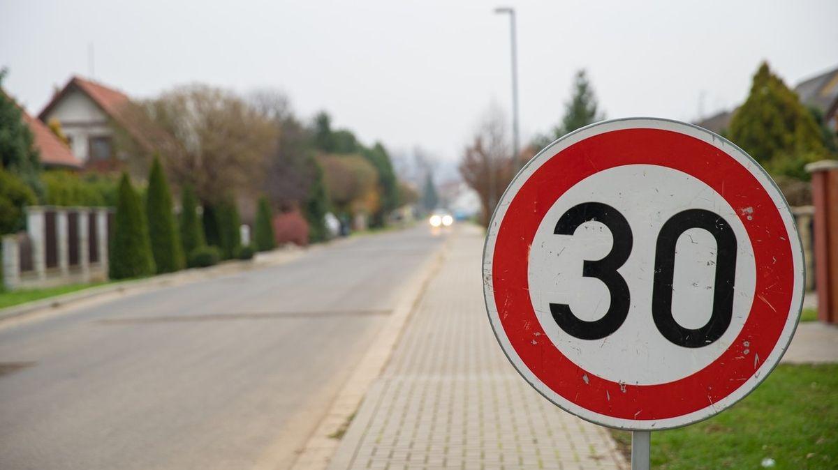 Evropský parlament chce nižší rychlost ve městech a nulovou toleranci alkoholu za volantem