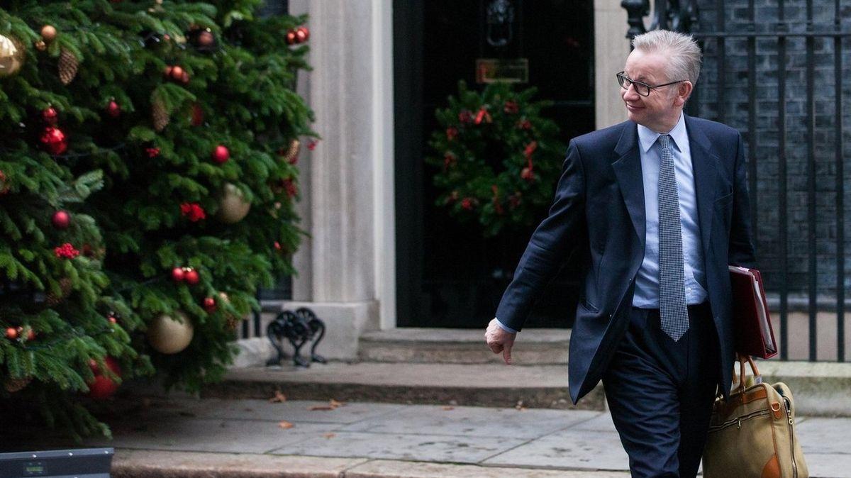 """Britský """"ministr Vánoc"""" má napilno, odvrací hrozbu absence dárků"""