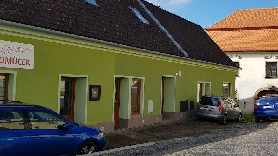 Přízemní dům v Tišnově, kde došlo k tragédii.