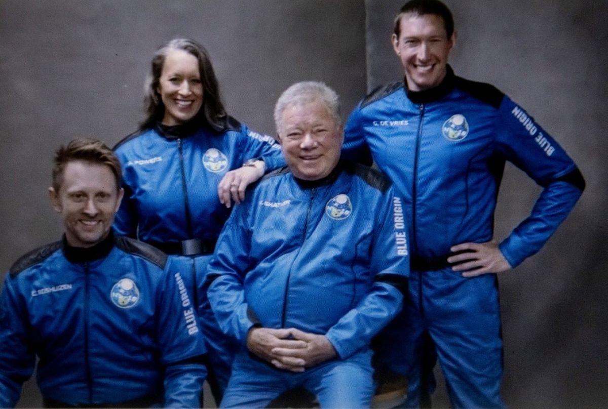 Posádka aktuálního suborbitálního letu
