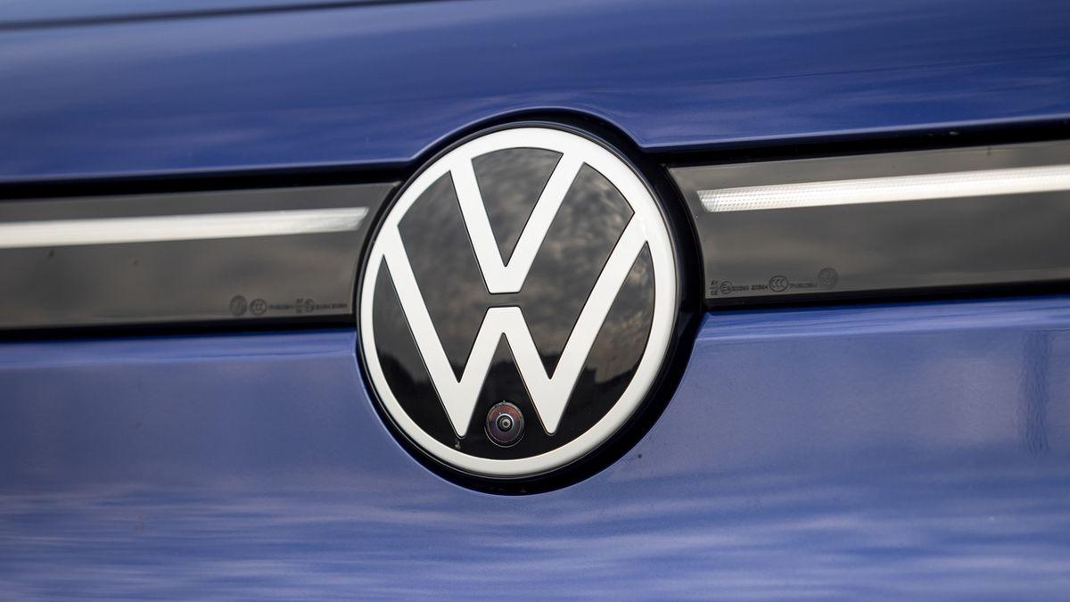 Pomalý přechod na elektromobily by mohl stát 30 tisíc pracovních míst, říká šéf Volkswagenu