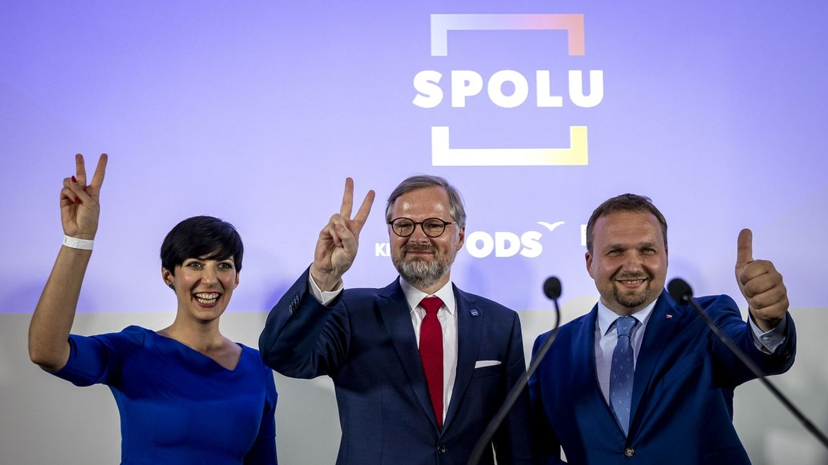 Zástupci koalice SPOLU. Zleva Markéta Pekarová Adamová, Petr Fiala a Marian Jurečka.