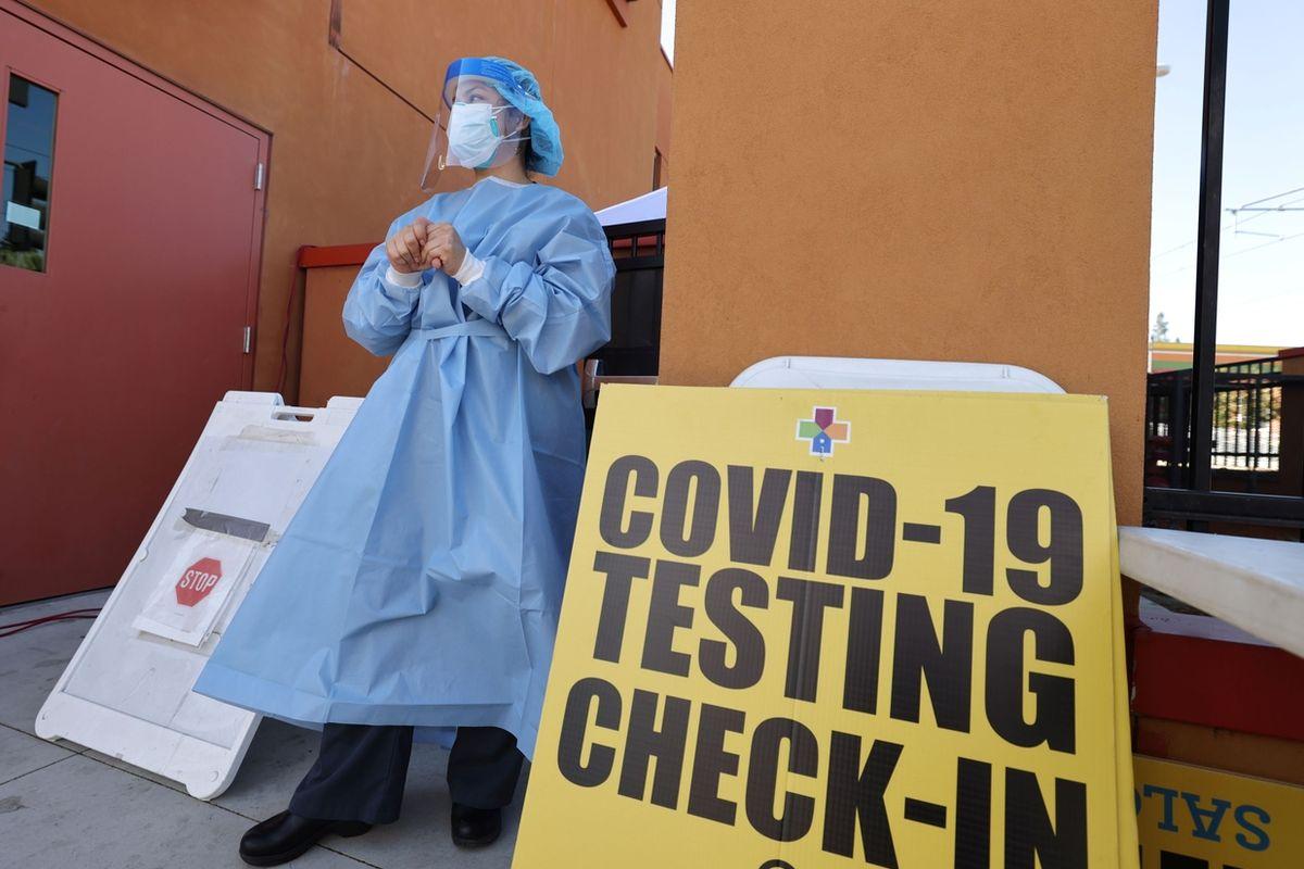 testovací místo na koronavirus  v Los Angeles