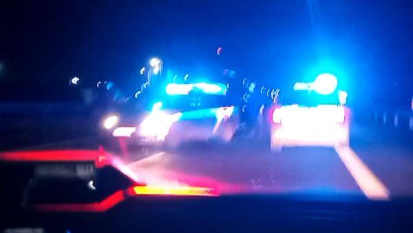 Řidič po nehodě ujížděl po D1 v protisměru