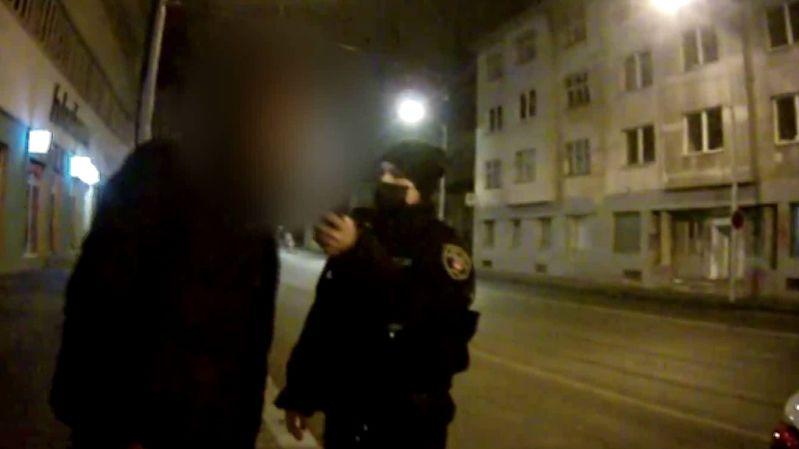 Opilého dědečka doprovázel nočním Brnem školák, zasáhli strážníci