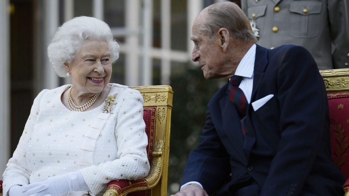 Královna Alžběta II. naočkována