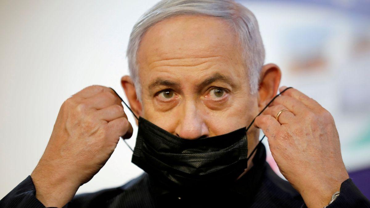 Netanjahu si kupoval příznivé zprávy, tvrdí obžaloba