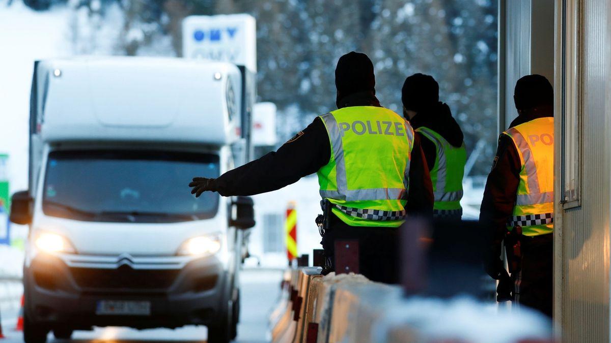 Koronavirové kontroly zablokovaly přechod do Rakouska