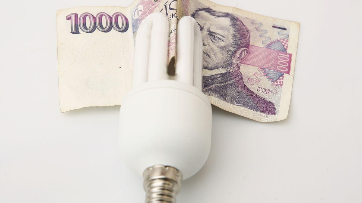 Za elektřinu a plyn lidé příští rok ušetří