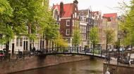Pobořené kanály, zřícené domy. Amsterdam serozpadá