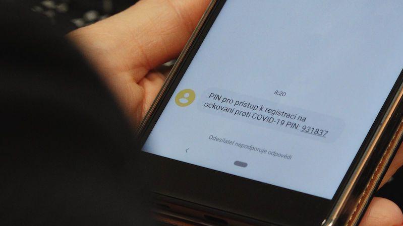 Blatný: Operátoři poslali víc SMS než na silvestra