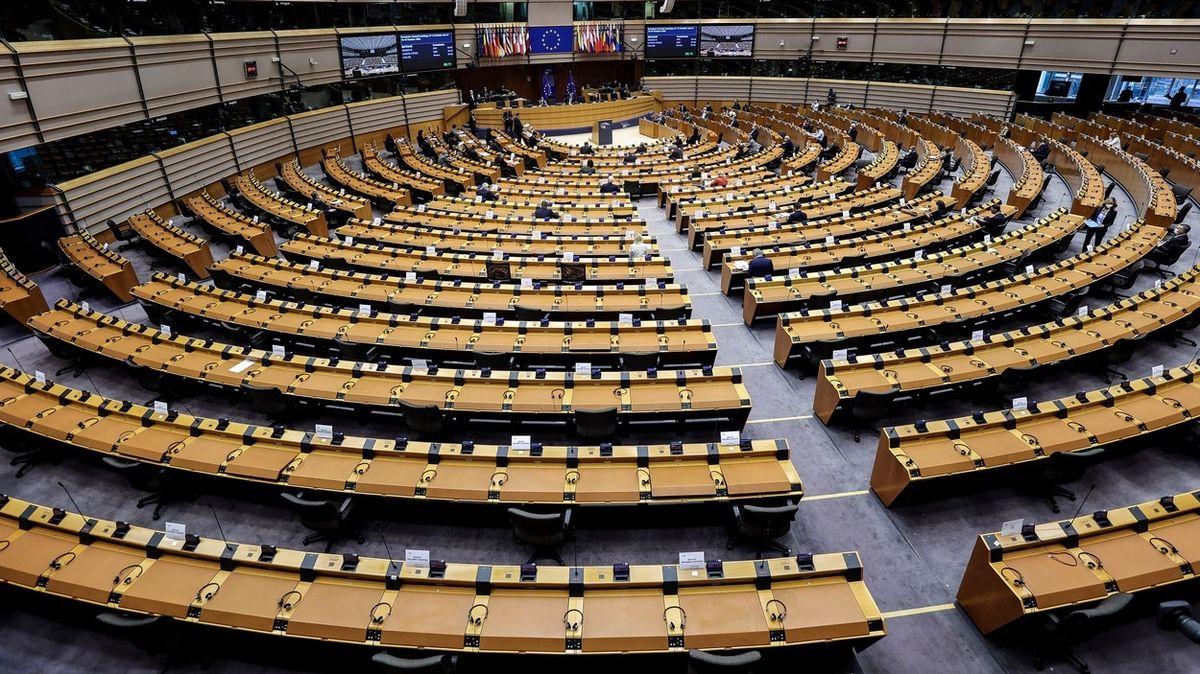 O víkendu klid od šéfa. Europoslanci chtějí dát zaměstnancům právo na odpojení