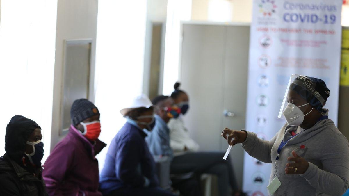 Nebuďte chamtiví, jsme v tom spolu, zní z Afriky, která nemá vakcínu