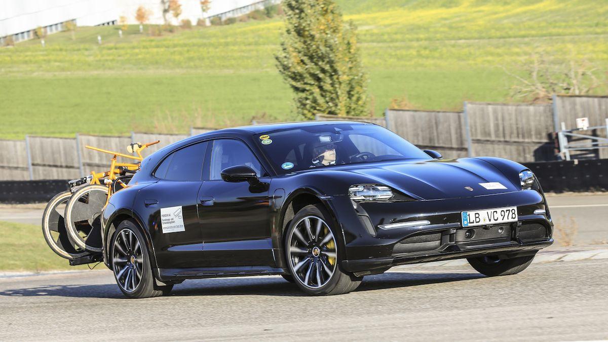 Porsche chystá elektrické kombi do terénu, Taycan Cross Turismo ukázalo na fotkách
