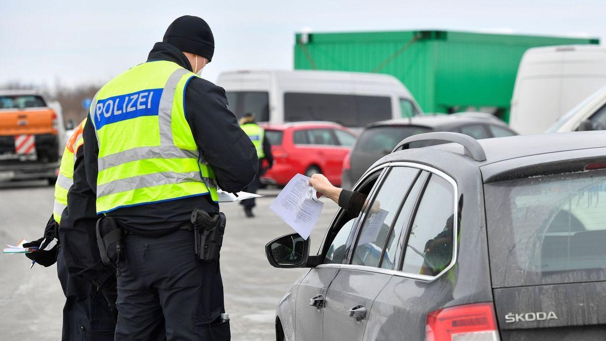 Neprojedete! Německo vrátilo od hranic už téměř 16 tisíc lidí