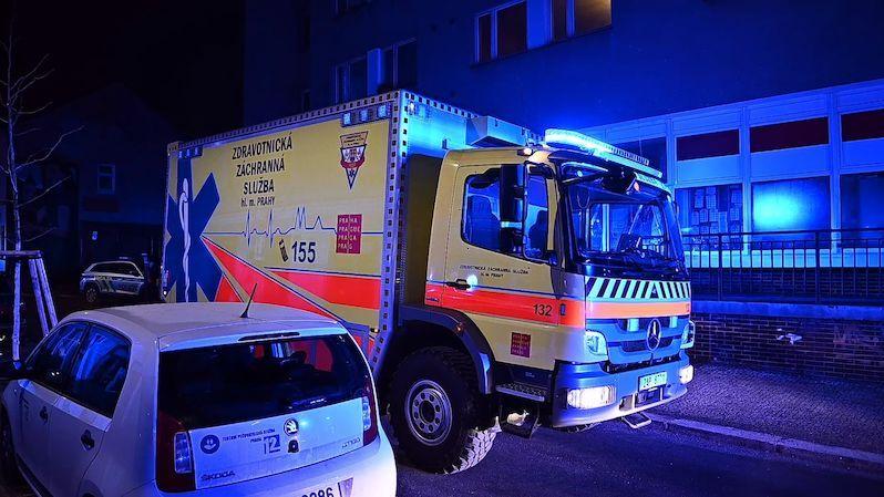 Obytný dům v Praze zaplnil při nočním požáru silný dým