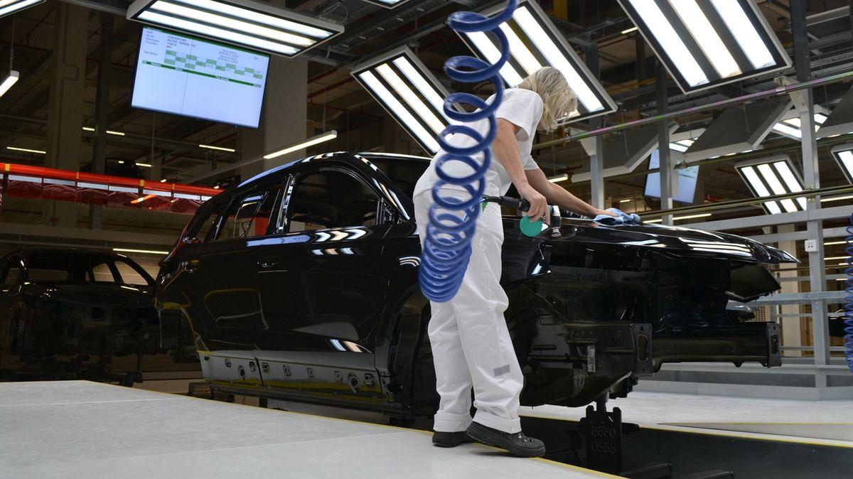 Průmyslová výroba vzrostla o 15 procent