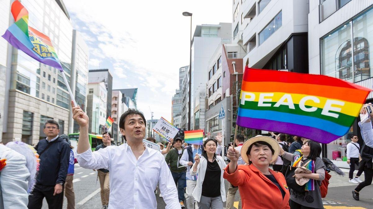 Přelomový rozsudek japonského soudu. Zákaz stejnopohlavních svazků je protiústavní
