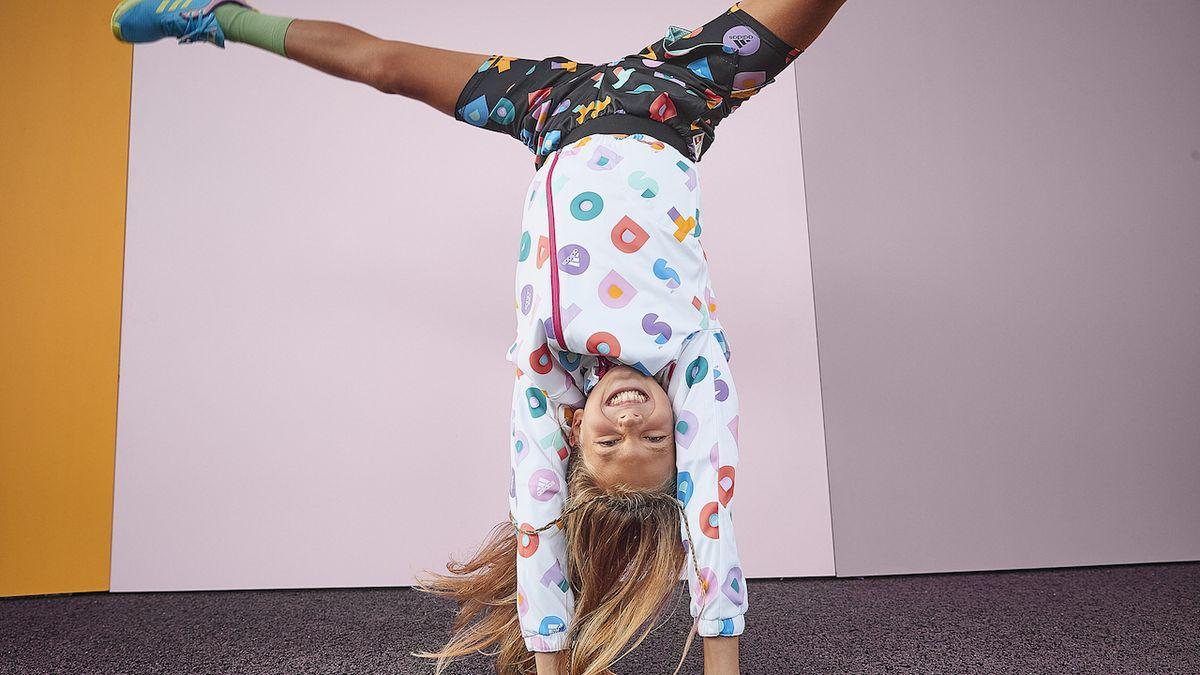 Hravé dětské oblečení pomůže podpořit kreativitu isebevyjádření dětí