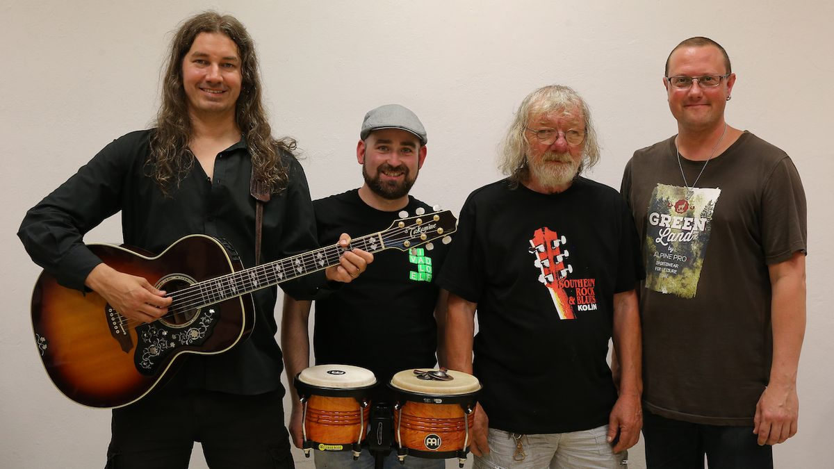 Hrubý, Fencl, Barry a Hnátek jsou na turné k live albu Kouzlo okamžiku