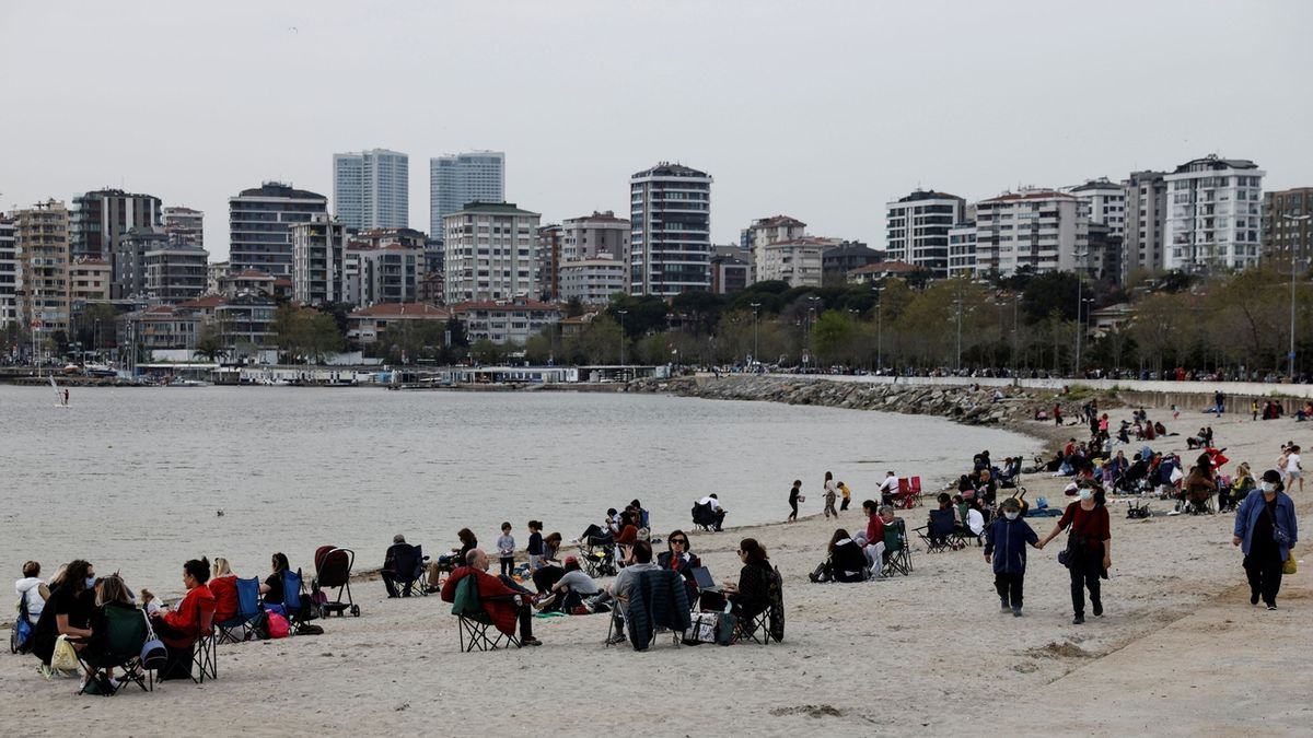 Turecku se epidemie vymkla z ruky, zavádí úplný lockdown