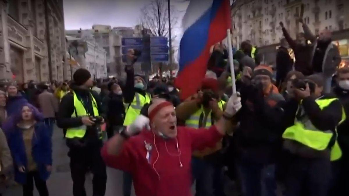 Rusové vyšli do ulic demonstrovat za Navalného