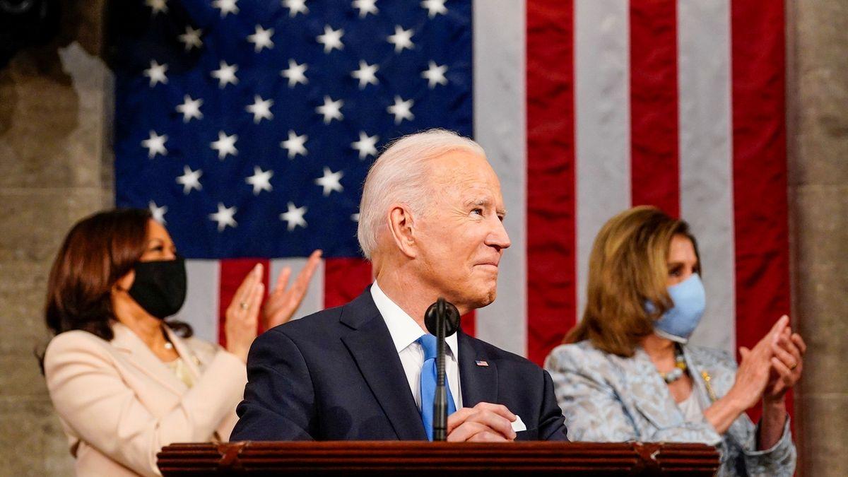 Biden při prvním projevu v Kongresu ocenil rychlost očkování a představil plán vzdělávání