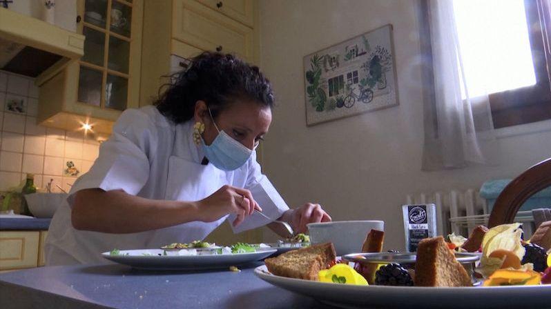 Pařížští šéfkuchaři změnili lokál. Chodí vařit k lidem do kuchyně
